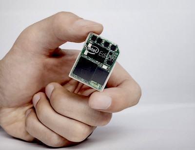 Computador do tamanho de um cartão SD.