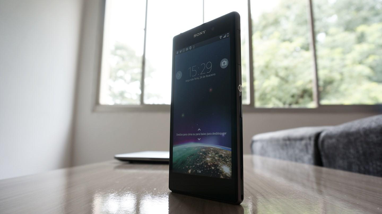 O Xperia Z1 é um smartphone imponente.