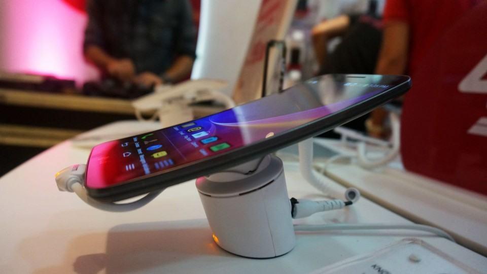 G Flex, o smartphone com tela flexível da LG.