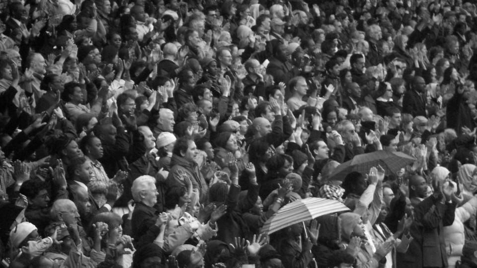 Multidão para o Global Day of Prayer, em West Ham, Inglaterra.