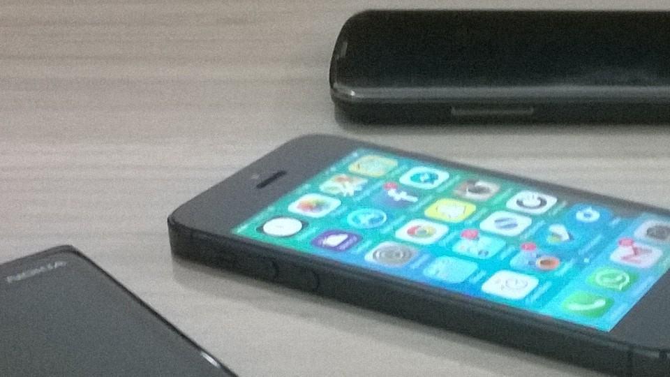 O Lumia 1320 não resiste ao teste da foto com luz artificial.