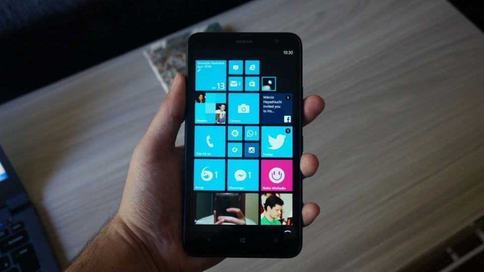 O tamanho do Lumia 1320 intimida.