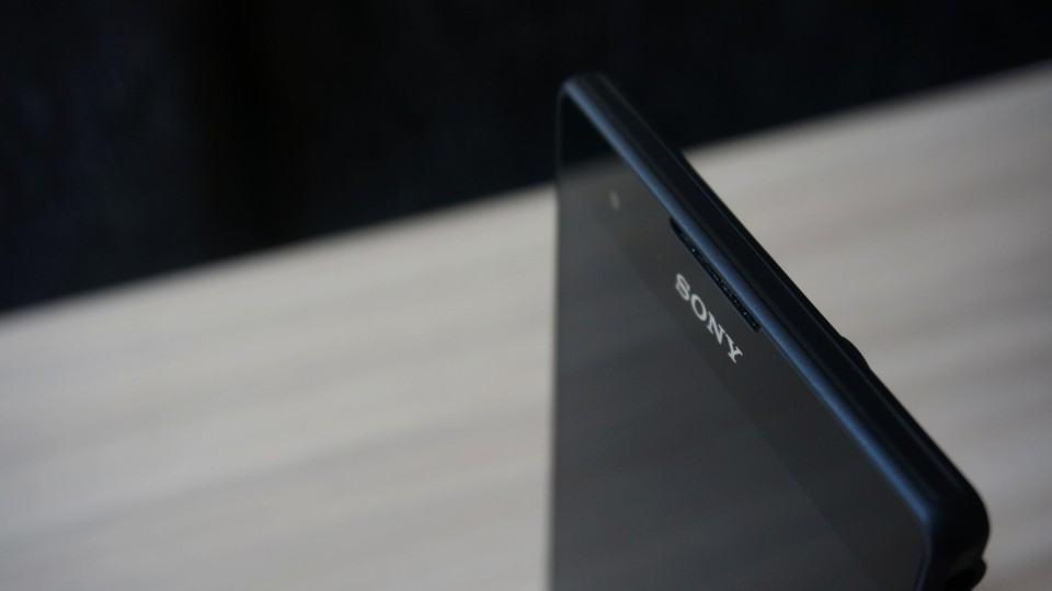 Logo da Sony no topo do Xperia T2 Ultra Dual.