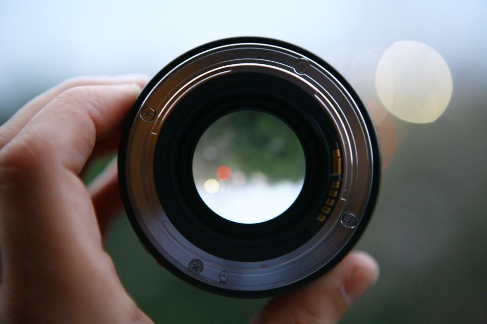 Uma lente.