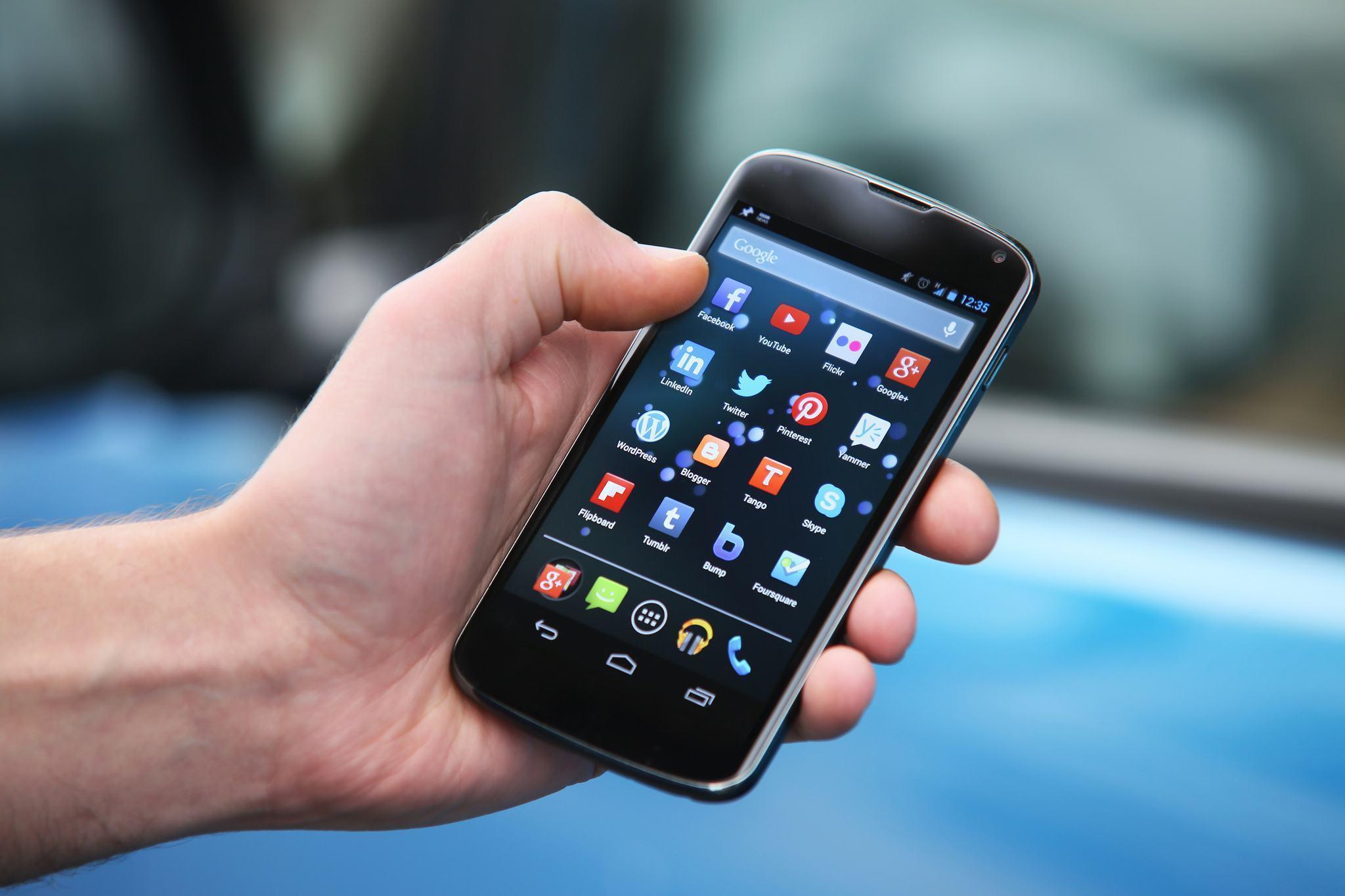 Nexus 4 com a gaveta de apps aberta.