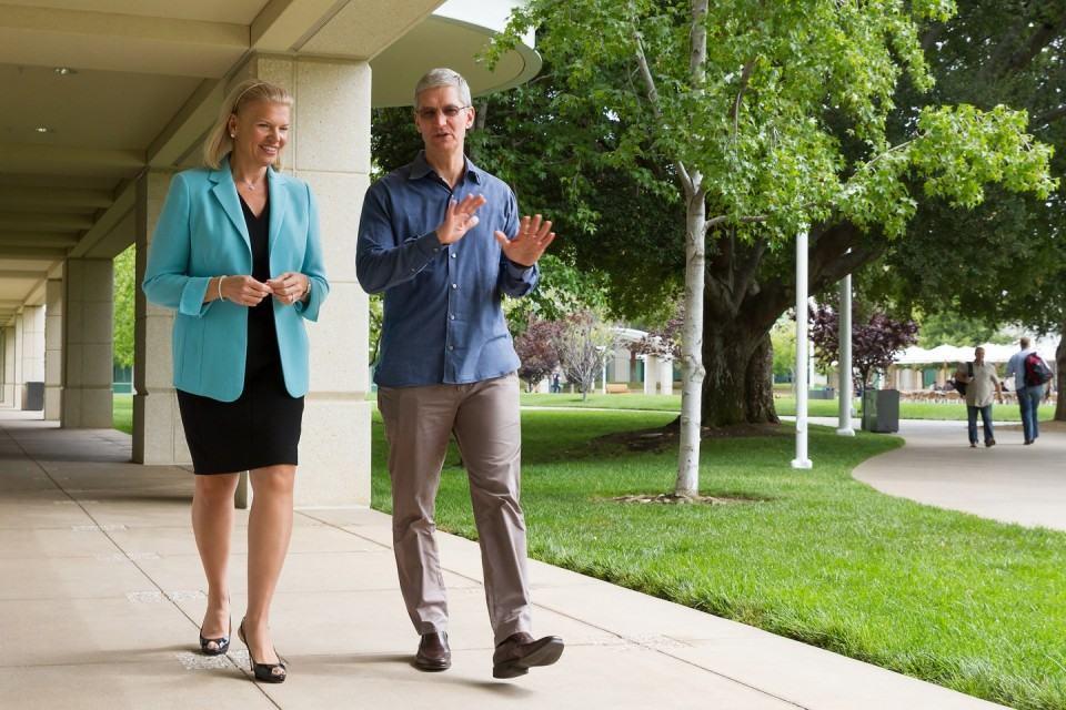 Parceria histórica, segundo a Apple.