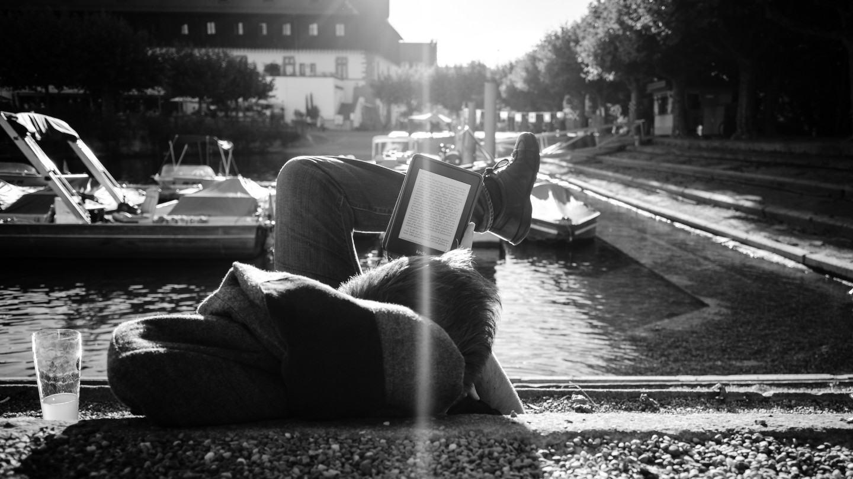 Kindle Unlimited, a Netflix dos livros, não resolve o maior problema do leitor moderno: a falta de tempo