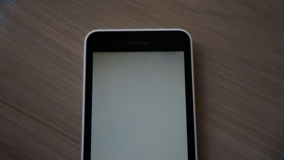 Iluminação problemática na tela do Lumia 630.