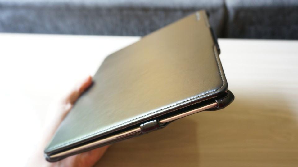 Parece um livro, mas é um iPad.