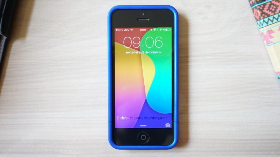 iPhone 5 vestido com uma capa Sleek Slider.