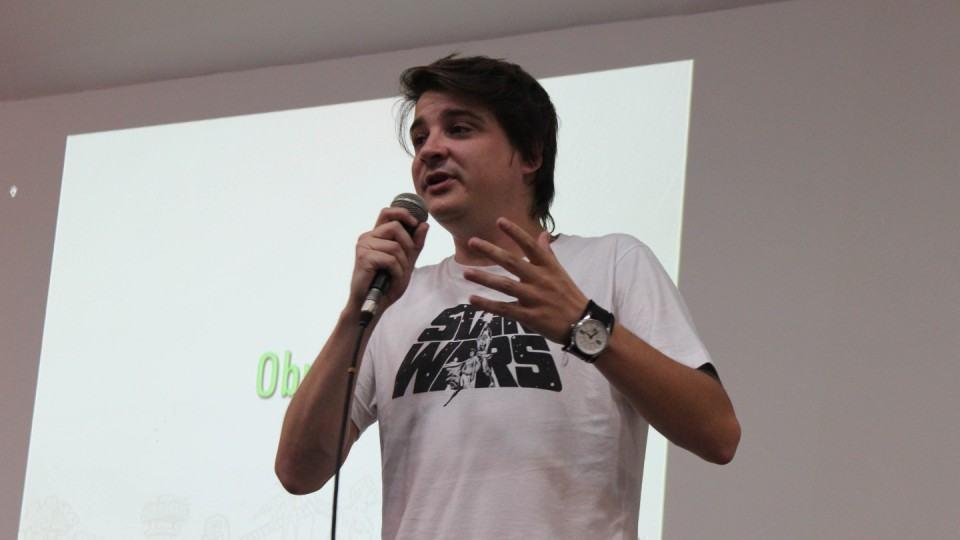 Marcel Bely palestrando no Multicom.