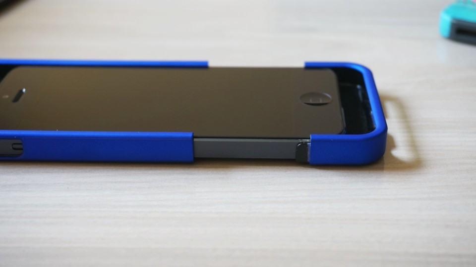 Encaixando a Sleek Slider no iPhone 5.