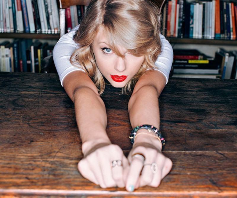 Taylor Swift posa para a Esquire.