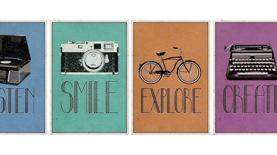 Placas de madeira Listen, Smile, Explore e Create.