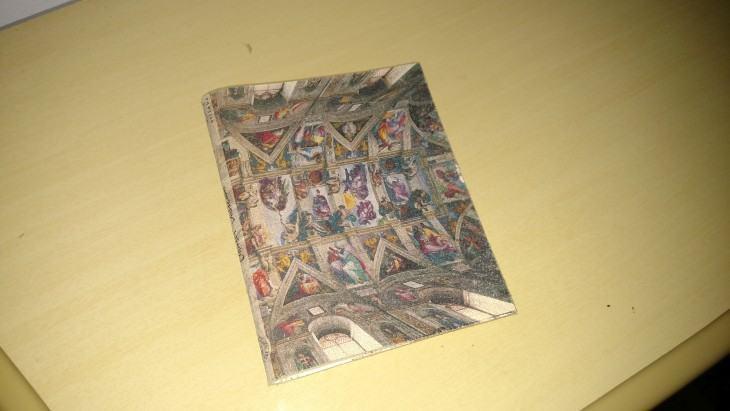 Foto de um caderninho feita com a ajuda do flash do Moto Maxx.