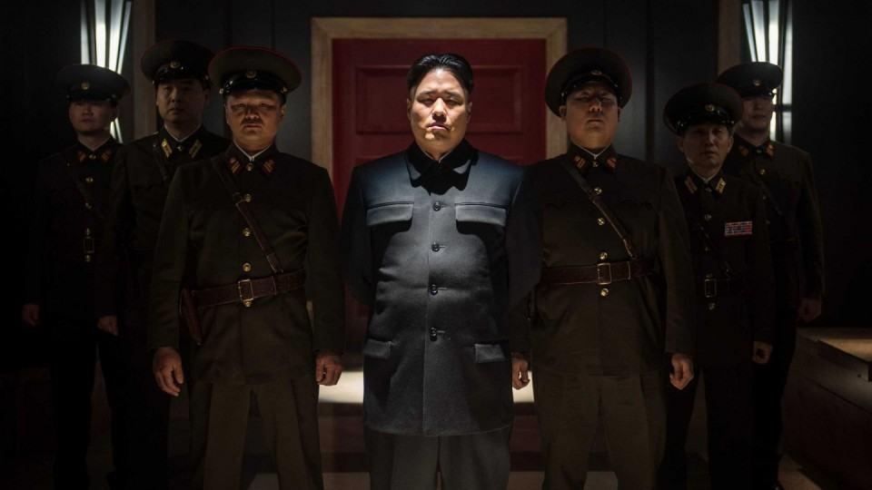 Kim Jong-un e militares norte coreanos.