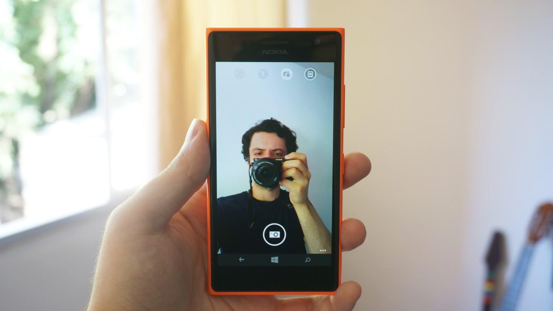 Foto da selfie sendo feita no Lumia 730.