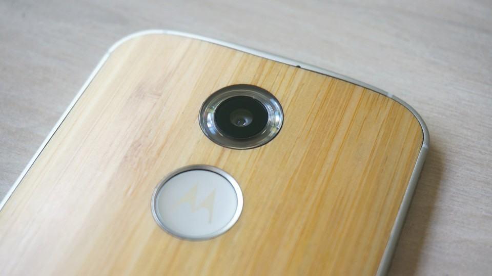 Detalhe da câmera do Moto X.
