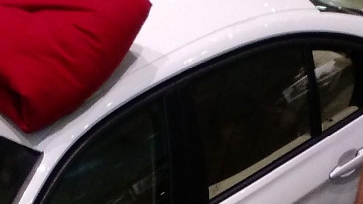 Detalhe de uma BMW exposta no shopping.