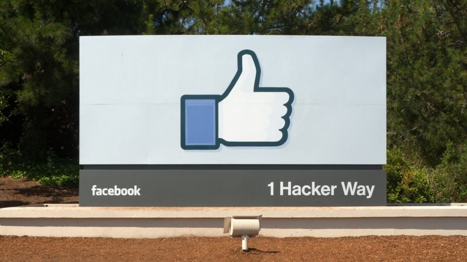 Entrada do Facebook em Menlo Park, California.