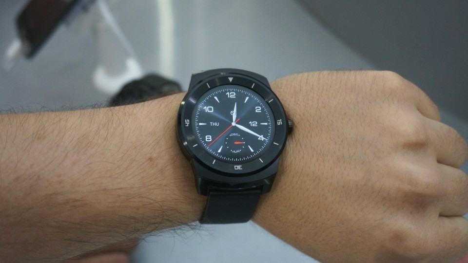 G Watch R, relógio da LG, no meu pulso.