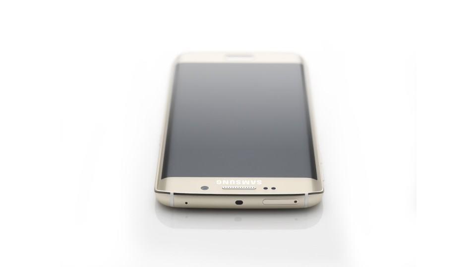 Foto de divulgação do Galaxy S6 Edge.