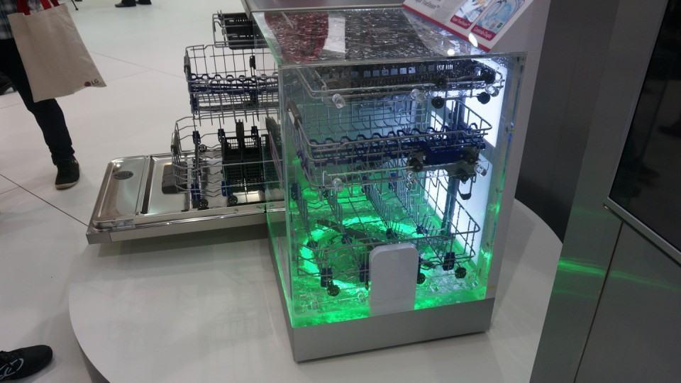 Uma lava-louça transparente para demonstrar o funcionamento delas.