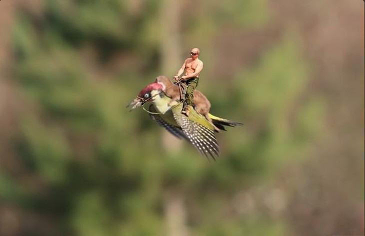 Putin montado no furão e pica-pau.