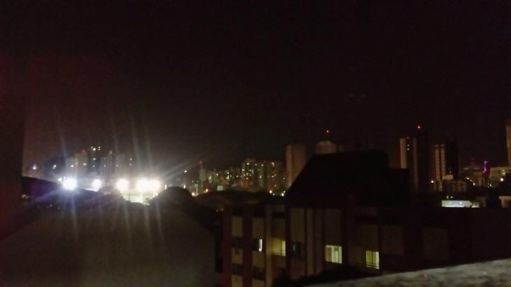 Foto noturna feita com o Xperia E4.