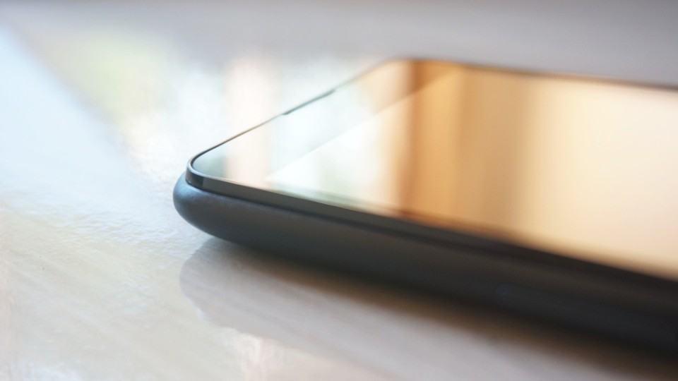A tela salta para fora no Xperia E4.