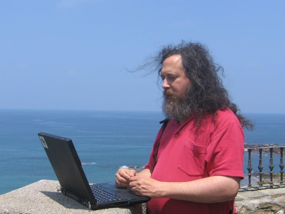 Stallman muquirana na web.