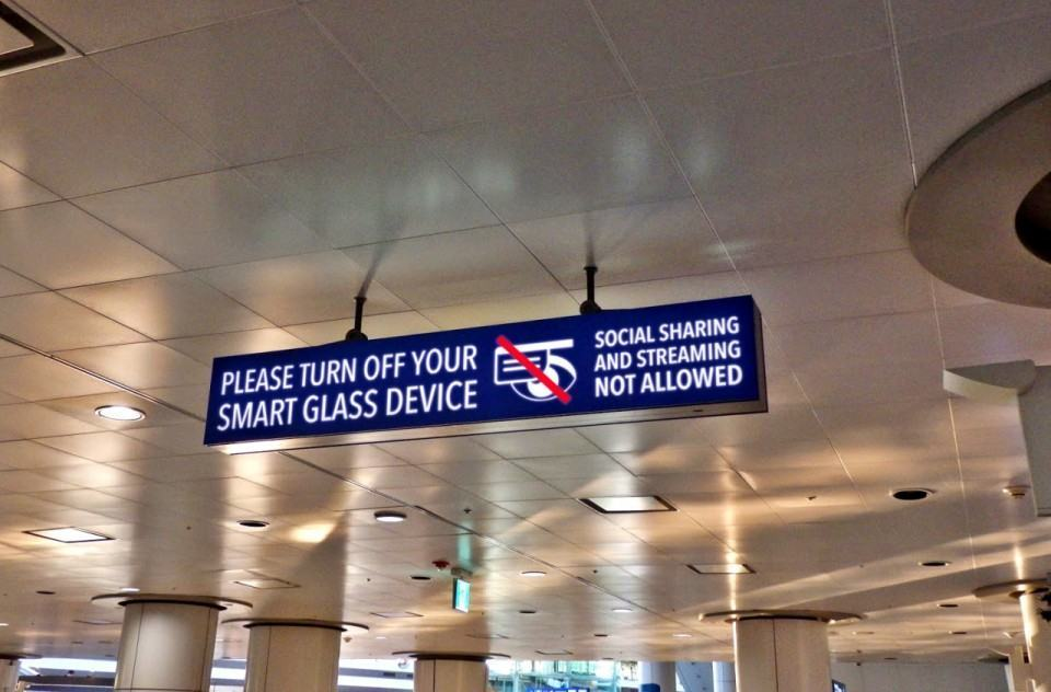 Proibido Google Glass.