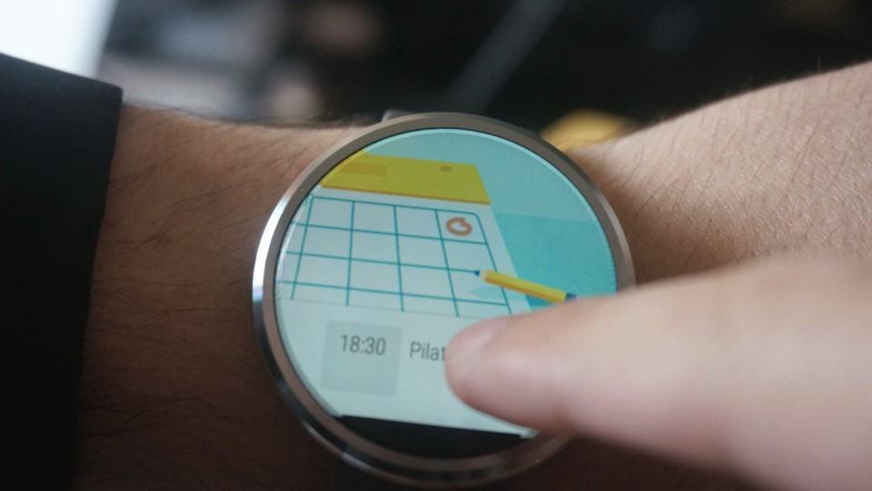 Cartão do Google Agenda no Moto 360 me avisando da sessão de pilates.