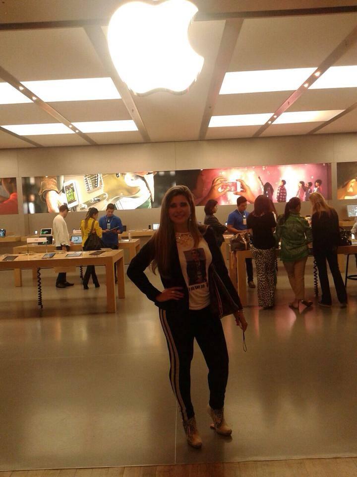 Gracy Kelly na Apple Store.
