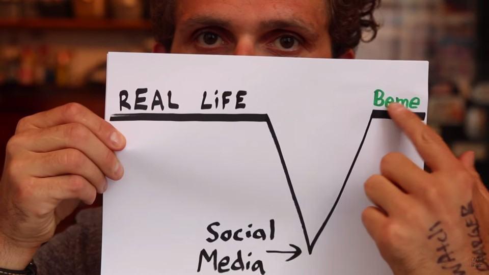 Casey explica como o Beme é diferente de outras redes sociais.