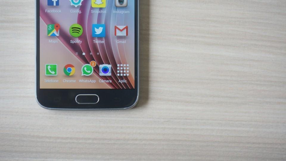Detalhe da tela do Galaxy S6.