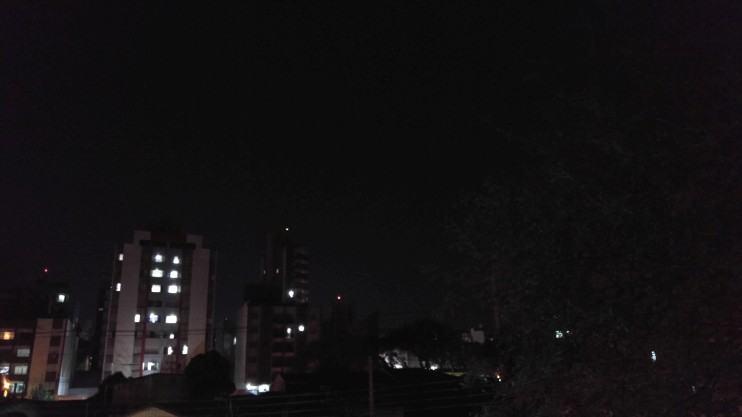 Foto noturna feita com o G4 no modo automático.