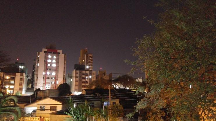 Foto noturna feita com o G4 no modo manual.