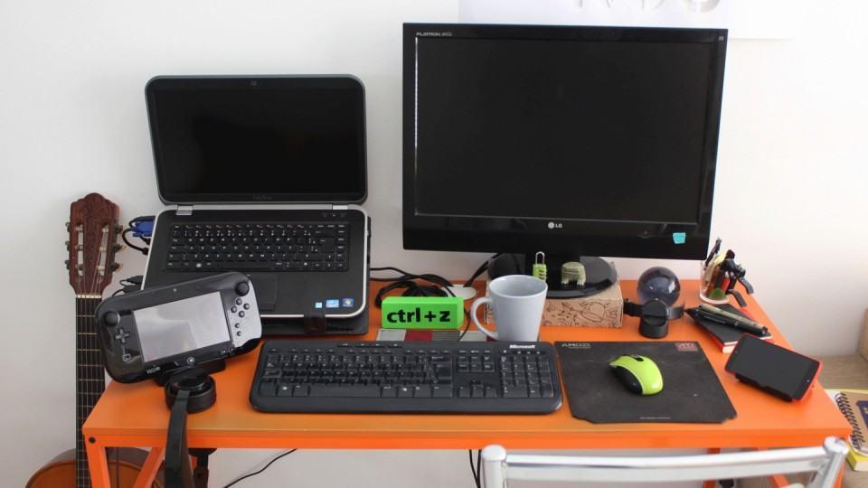 Mesa de trabalho do João R.