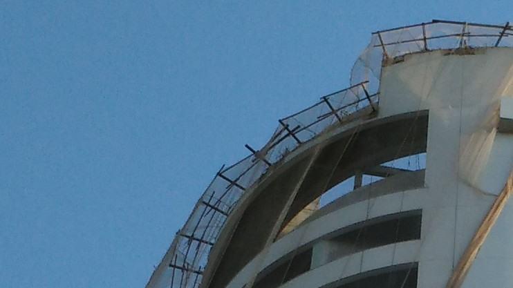 Prédio em construção fotografado com o Idol 3.