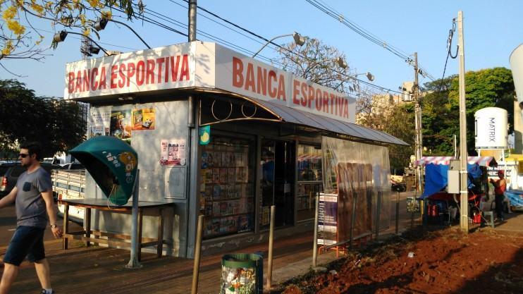 Banca de jornal.