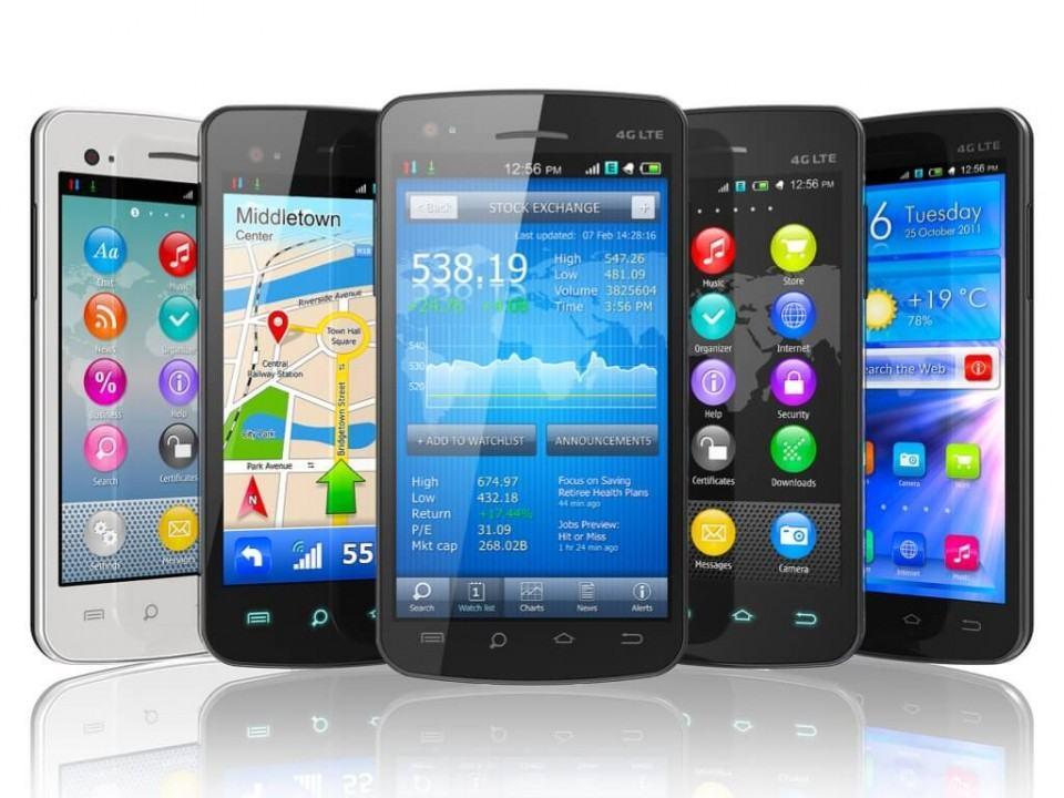 Smartphones genéricos rodando Android.
