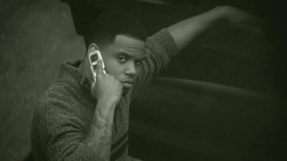 Celular flip do ex-namorado no clipe de Adele.
