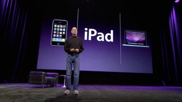 Steve Jobs apresenta o novo iPad.