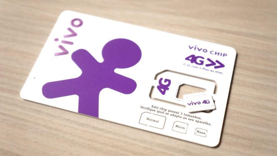 O cartão da Vivo, com o chip triplo corte.