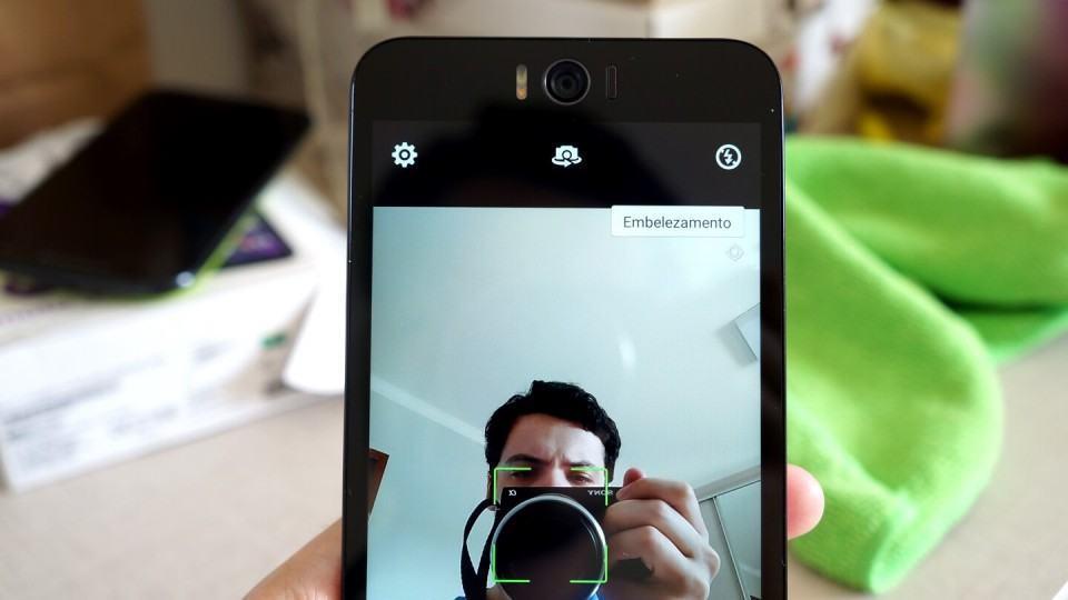 Câmera frontal do Zenfone Selfie em ação.