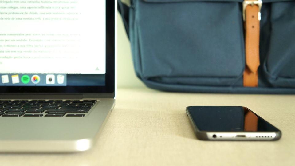 Mande a sua mochila e mesa de trabalho para o Manual do Usuário