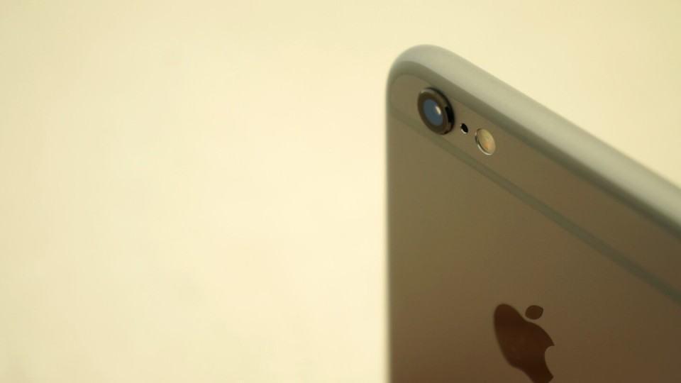 Câmera do iPhone 6s vista de outro ângulo.