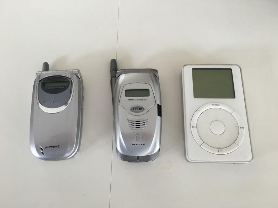 Celulares japoneses e o primeiro iPod.