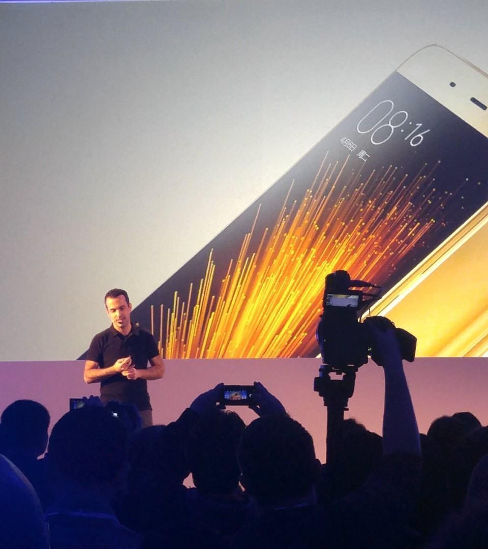 Hugo Barra apresentando o Mi5.
